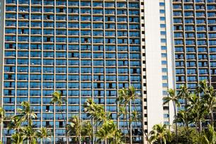 リゾートホテルの窓の写真素材 [FYI03223522]