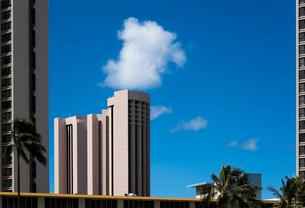 建物と空と雲の写真素材 [FYI03223537]