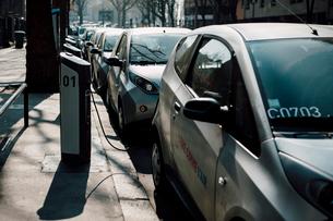 パリの電気自動車の写真素材 [FYI03223920]