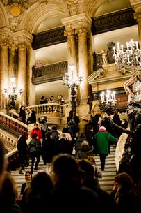オペラ・ガルニエ内の大階段の写真素材 [FYI03223921]