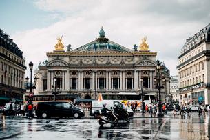 雨上がりのオペラ・ガルニエの写真素材 [FYI03223929]