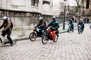モンマルトルのバイクグループの写真素材 [FYI03223995]
