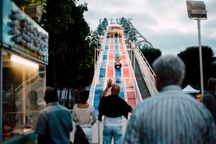 移動遊園地の滑り台の写真素材 [FYI03224005]