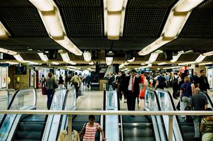 リヨン駅のエスカレーターの写真素材 [FYI03224012]