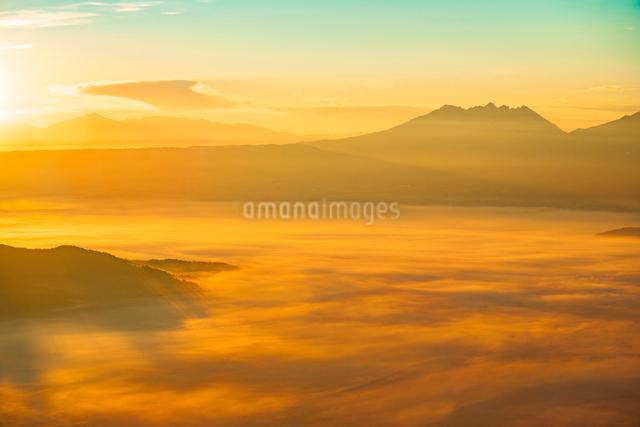 阿蘇の雲海の写真素材 [FYI03224043]