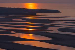真玉海岸の夕焼けの写真素材 [FYI03224063]