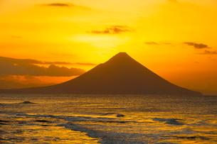 開門岳から登る朝日の写真素材 [FYI03224077]