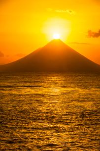 開門岳から登る朝日の写真素材 [FYI03224081]
