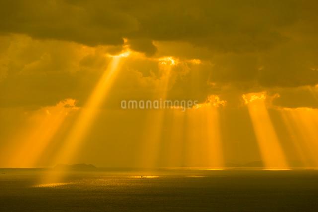 九十九島 天使の梯子の写真素材 [FYI03224126]
