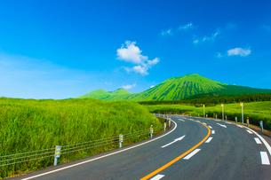 阿蘇杵島岳を望むの写真素材 [FYI03224155]