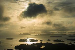 九十九島の夕日の写真素材 [FYI03224193]