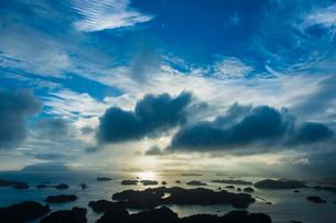 九十九島の夕日の写真素材 [FYI03224196]