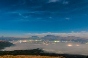 阿蘇の雲海の写真素材 [FYI03224215]