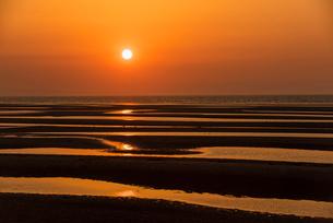 夕焼けの真玉海岸1の写真素材 [FYI03224223]