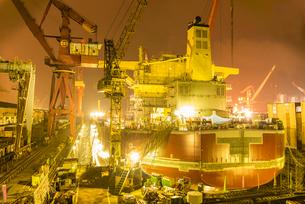 佐世保造船所の夜景の写真素材 [FYI03224258]