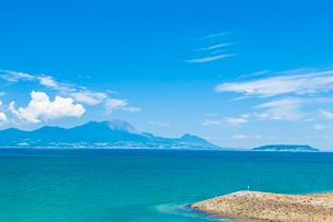 有明海から雲仙普賢岳を望むの写真素材 [FYI03224266]