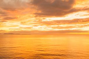 東シナ海の夕焼けの写真素材 [FYI03224275]