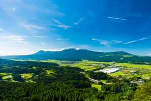 霧島連山と加久藤盆地1の写真素材 [FYI03224306]