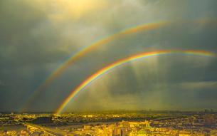 多摩川にかかる虹の写真素材 [FYI03224363]
