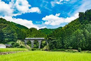 東峰村のめがね橋(栗木野橋梁)2の写真素材 [FYI03224372]