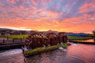 朝倉の三連水車1の写真素材 [FYI03224379]