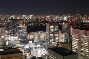 東京都庁より望む新宿駅周辺の夜景の写真素材 [FYI03224423]