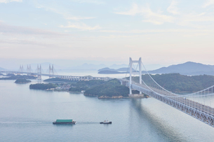 瀬戸大橋と夕景の写真素材 [FYI03224434]