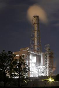 夜の富士工場夜景の写真素材 [FYI03224439]