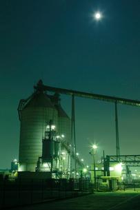 夜の鹿嶋工場地帯の写真素材 [FYI03224479]