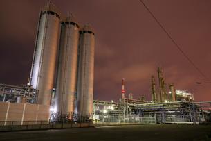 川崎区浮島町の工場夜景の写真素材 [FYI03224493]