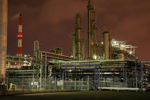 川崎区浮島町の工場夜景の写真素材 [FYI03224497]