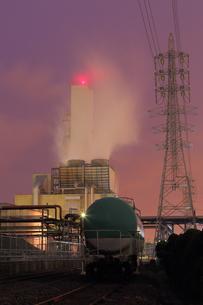 夜の川崎区浮島町の貨物ヤードの写真素材 [FYI03224513]