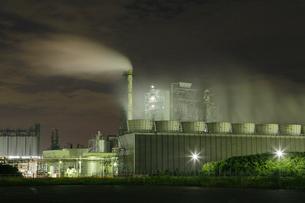 川崎区昭和の工場夜景の写真素材 [FYI03224517]