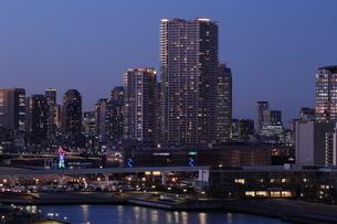 暮れゆく東京豊洲の写真素材 [FYI03224524]