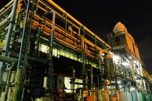 川崎区扇町の工場夜景の写真素材 [FYI03224527]