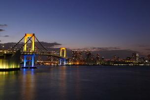 レインボーブリッジの夕景の写真素材 [FYI03224537]