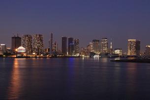 東京港の夜景の写真素材 [FYI03224542]