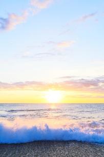 海と朝日の写真素材 [FYI03224676]