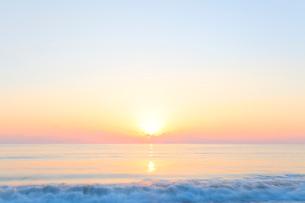 朝日と海の写真素材 [FYI03224680]