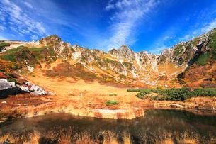 秋の中央アルプス,千畳敷カ-ル剣ヶ池の写真素材 [FYI03224725]