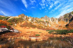 秋の中央アルプス,千畳敷カ-ル剣ヶ池の写真素材 [FYI03224731]