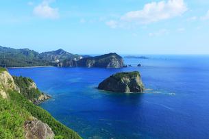 小笠原諸島父島・ウェザーステーションより烏帽子岩を望むの写真素材 [FYI03224756]