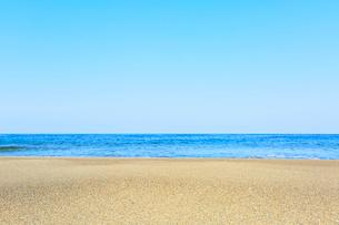 砂浜と海の写真素材 [FYI03224877]