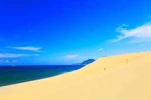 鳥取砂丘と日本海の写真素材 [FYI03224885]