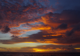 フィリピンを出港した日の夕暮の写真素材 [FYI03224910]