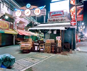 東京の夜景 アメ横の写真素材 [FYI03224940]