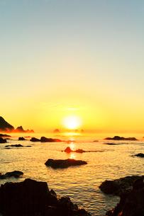 田原海岸より海霧に朝日の写真素材 [FYI03224943]