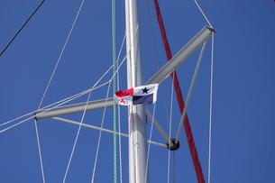ヨットのマストとパナマ国旗の写真素材 [FYI03224978]