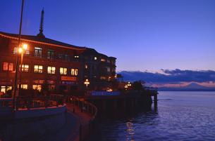 江の島の風景 ブルーモーメントの写真素材 [FYI03225013]