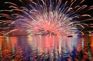 浜名湖 湖西市の花火の写真素材 [FYI03225041]